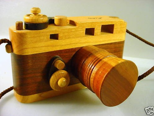 leica-wooden-toy