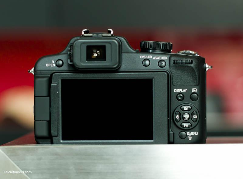 Leica V-Lux 2 controls (back)