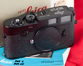 Lot 548: Leica M2 Black Enamel
