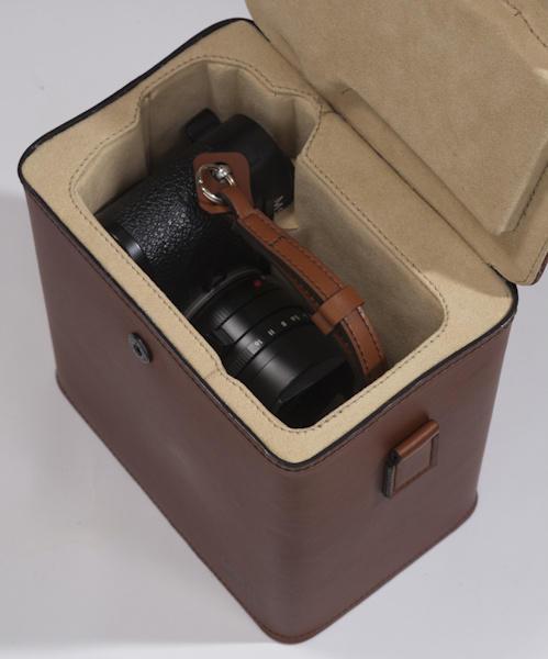 MCub: a new case for Leica M cameras