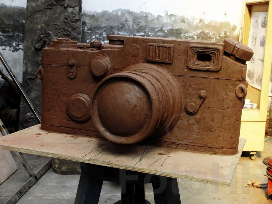 Fake Leica camera sculpture by Liao Yibai listed for sale 4
