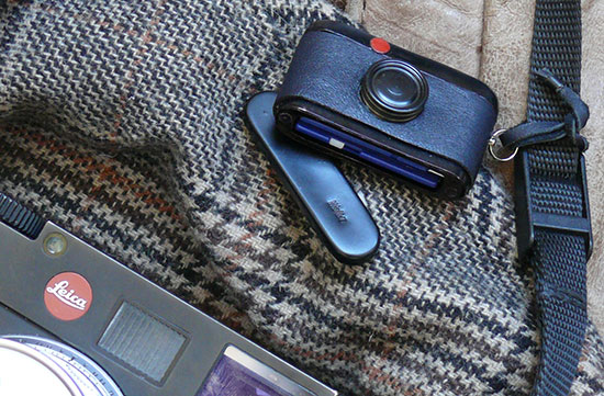 Leica-mini-M-Walter-SD-card-holder