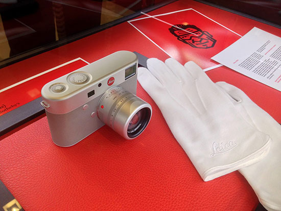 Leica-M-(RED)-camera
