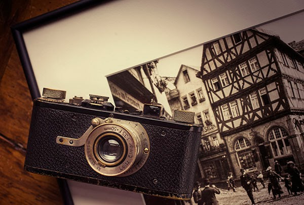 Leica I (c1930) with Ur-Leica photo by Oscar Barnak