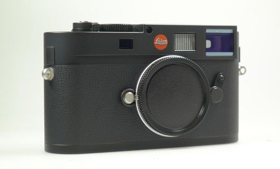 Leica-Monochrom-camera-with-a-red-dot