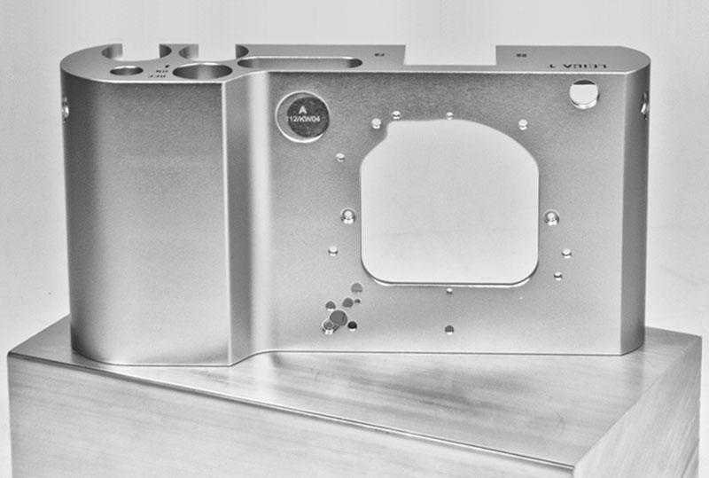 Leica-T-camer-aluminium-body