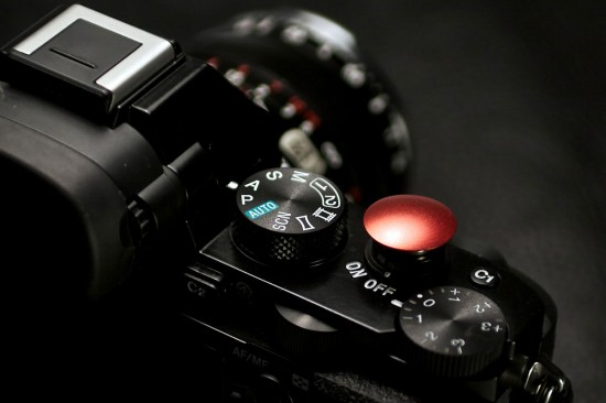 Lolumina-interchangeable-soft-release-buttons-Sony-a7