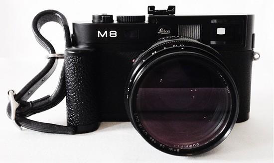 Fastandprime-finger-strap-for-Leica-camera