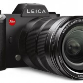 Leica-SL-camera-with-Leica-Vario-Elmarit-SL-24_90-ASPH-lens