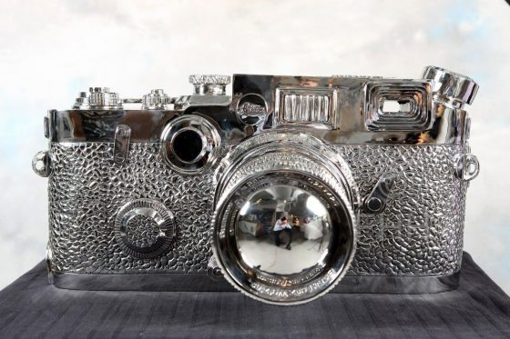 giant fake Leica sculpture by Liao Yibai 7
