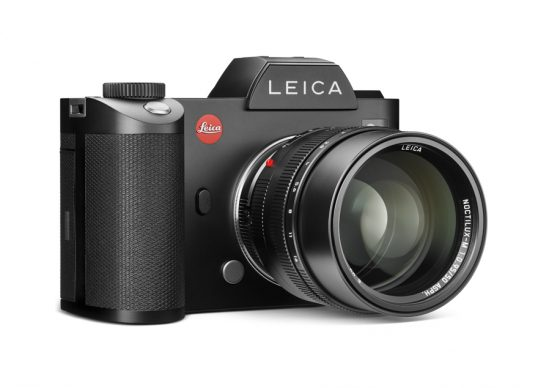 leica-sl_camera_with_leica-noctilux-m_lens