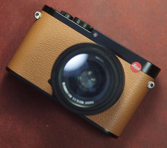 arte-di-mano-leather-skin-for-the-leica-q-camera