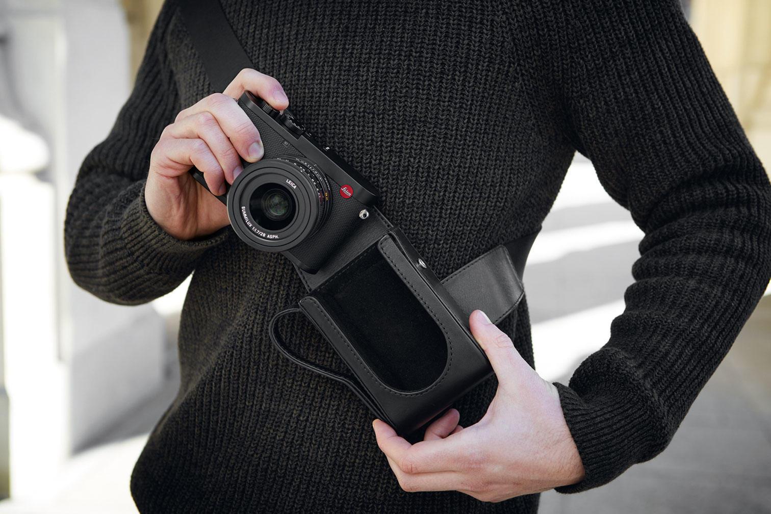 Leica Q2 camera accessories