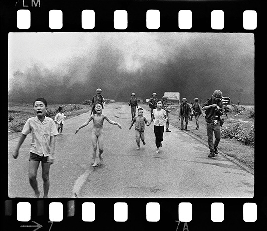 """Leica Gallery Los Angeles debuts """"From Hell to Hollywood"""" by Pulitzer Prize-winning photographer Nick Ut"""