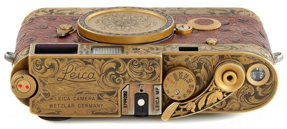 https://leicarumors.com/wp-content/uploads/2019/05/Leica-MP-John-Botte-camera-2-560x252.jpg