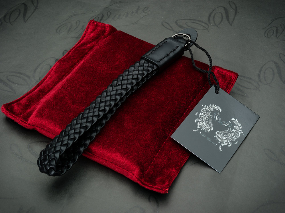 """New: Vi Vante """"Bengal Unleashed"""" wrist strap and LIM's half case for Leica Q2"""